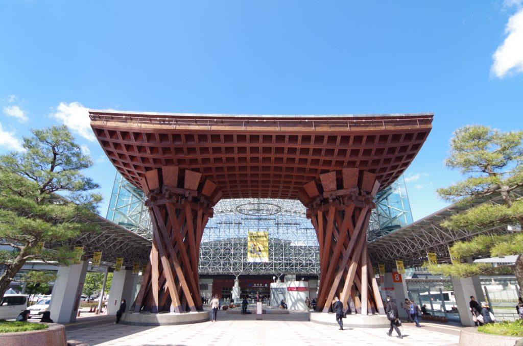 金沢駅東口「鼓門」